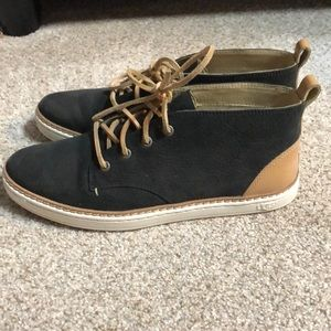Woman's ugg casual shoes